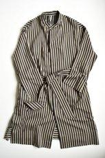 画像5: m's braque (エムズ ブラック) OVERSIZED STAND COLLAR SHIRTS COAT with belt [BLACK stripe] (5)