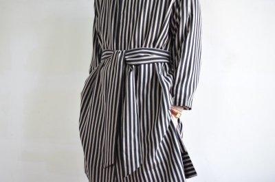 画像1: m's braque (エムズ ブラック) OVERSIZED STAND COLLAR SHIRTS COAT with belt [BLACK stripe]