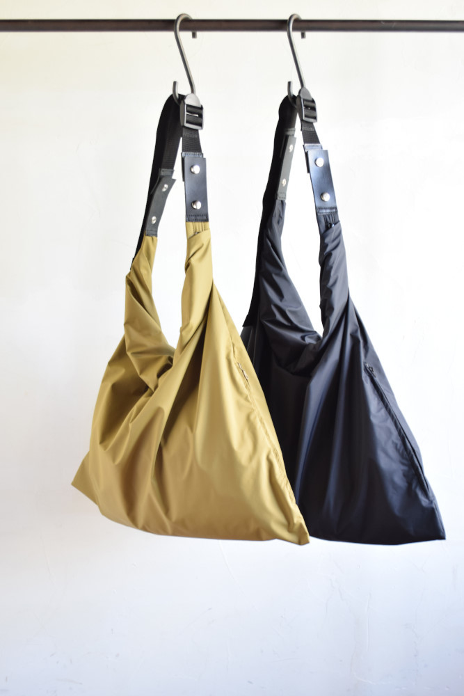 画像1: 【MORE SALE】whowhat (フーワット) WRAP BAG M - WATER PROOF+MOISTURE PERMEABLE - [2-colors] (1)